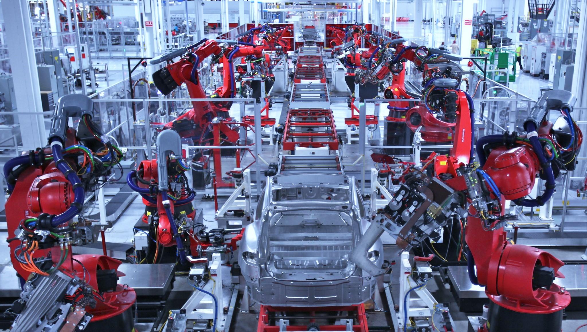 manufatura-linha-de-producao-robos-1